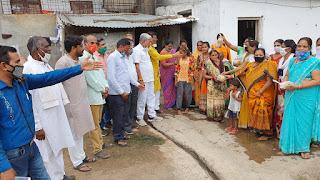 प्रधानमंत्री नरेंद्र मोदीजी के जन्मदिन पर किया फलों का वितरण
