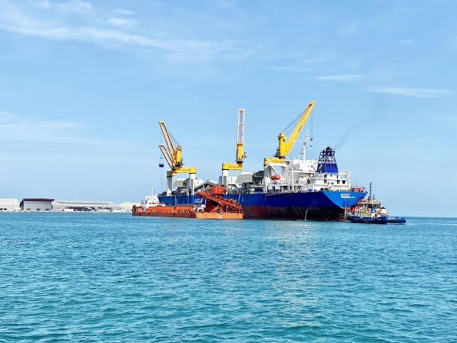 Emirates Steel and SAFEEN Group commence transshipment operations
