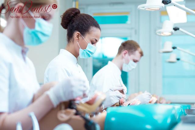 Trào lưu phủ răng sứ và cạm bẫy phía sau những nụ cười công nghiệp