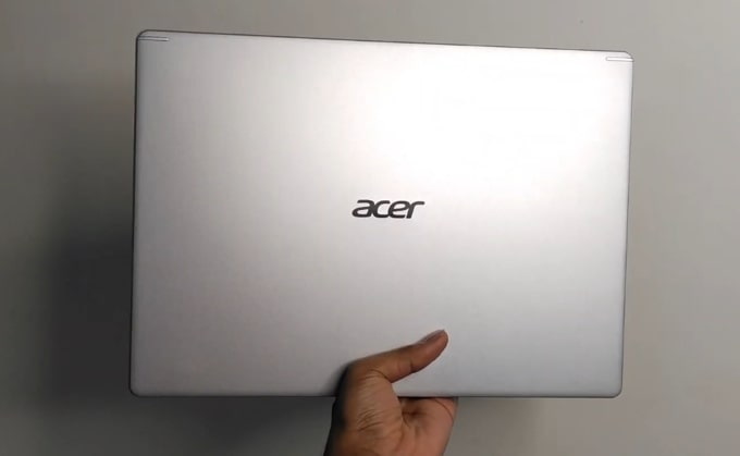 The all-plastic build of Acer Aspire 5 A514-52G laptop.
