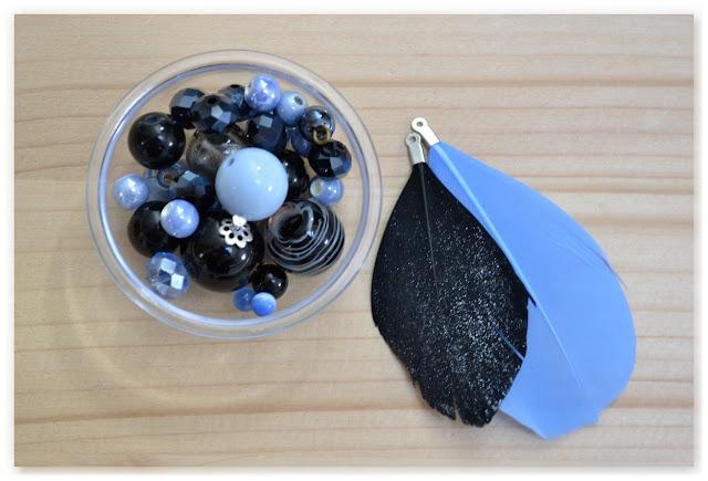perles et plumes bleu et noir