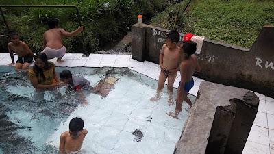 anak telanjang