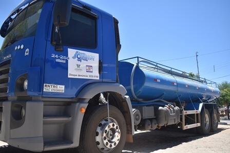 Governo amplia abastecimento de água por carros-pipa para cidades em colapso