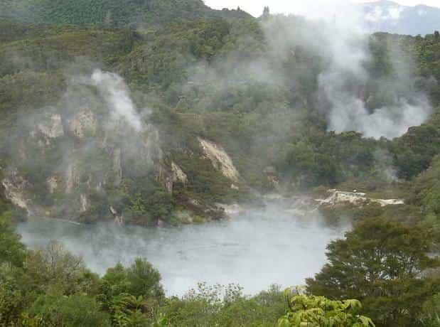 H Frying Pan Lake η μεγαλύτερη θερμή πηγή στον κόσμο