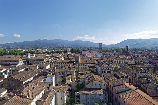 Lucca-centro storico-panorama-Toscana