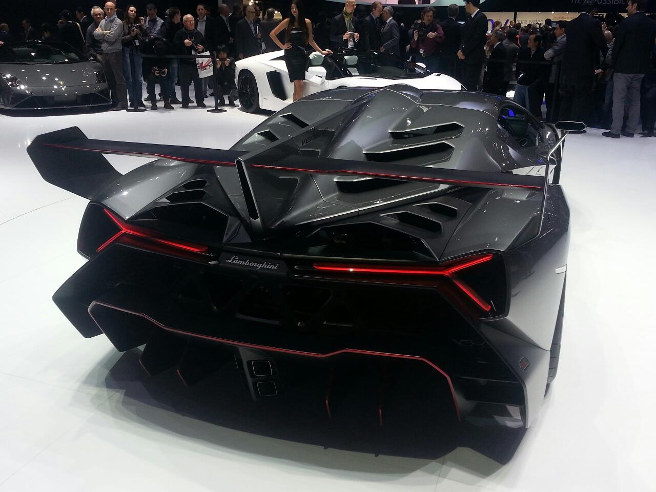 Car & Bike Fanatics: Lamborghini Veneno Exclusive Pictures