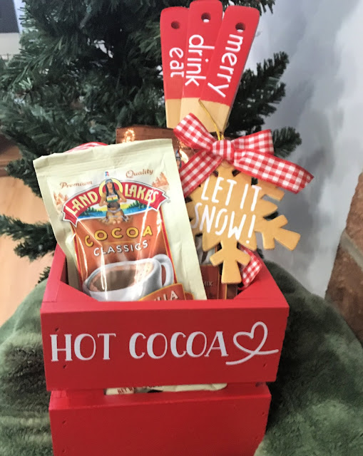 I am sharing two ways to use Cricut vinyl on wood with a Hot Cocoa Crate and snowflake ornament gift.
