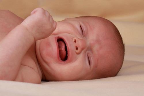 اسباب بكاء الرضيع