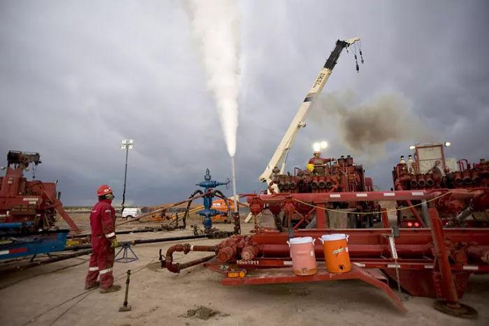 La Ley de Raoult es utilizada para calcular el cambio de la presión de vapor