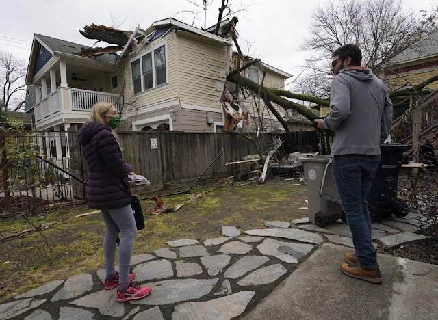 Strongest Strom triggered in Bay area .Mudslide,Power Outage,Many people severely affected