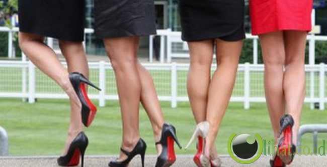 Dilarang pakai sepatu hak tinggi di Yunani