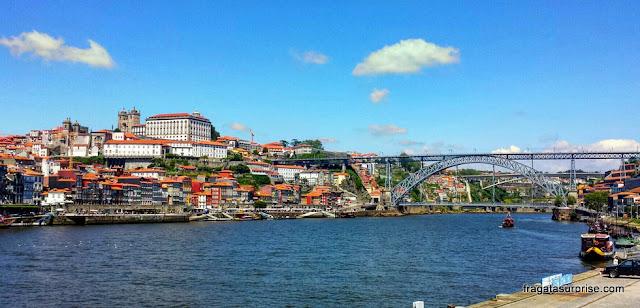 A Cidade do Porto vista do cais de Vila Nova de Gaia