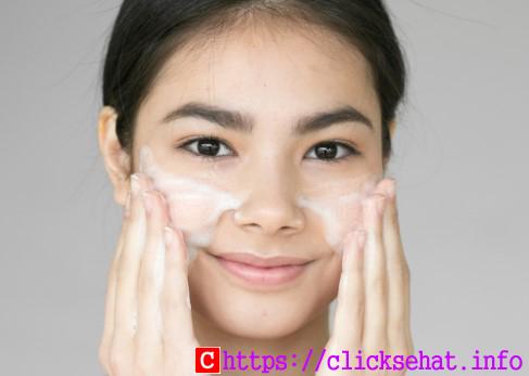 Gambar Cara Memilih Sabun Mandi yang Sehat untuk Kulit Sensitif dan Berjerawat