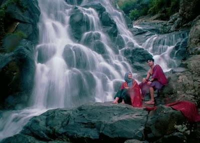 Air Terjun Rora, Air Terjun Unik Dengan Bebatuan Alami
