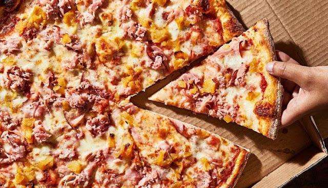 ऑनलाइन पिज्जा मंगाना भारी पड़ा इस महिला को, लगा एक लाख का चूना