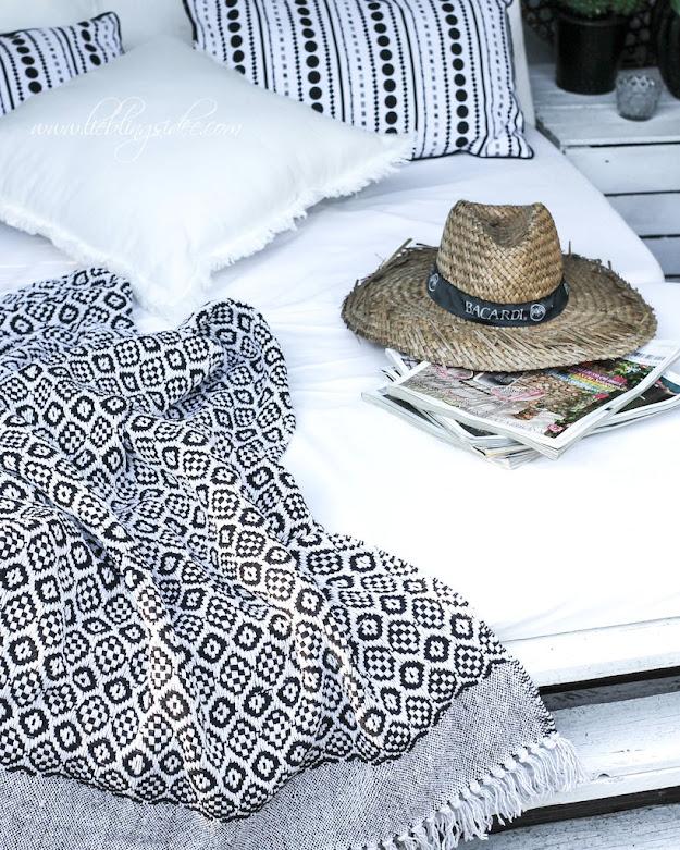 Plais Decke Kissen schwarz weiss gemustert Shop