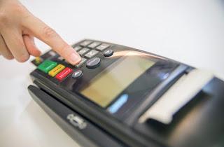 Máquinas de cartão de crédito serão adaptadas para pessoas com deficiência