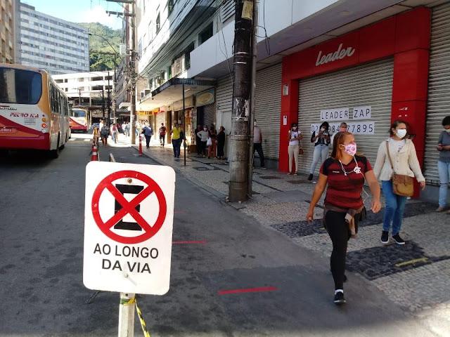Organização de filas na rua Paulo Barbosa