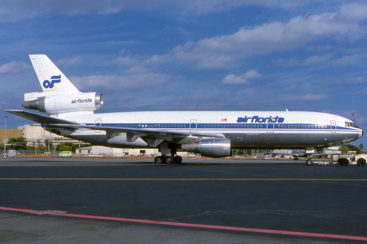Aviation U S Canada On Pinterest Boeing 727 United