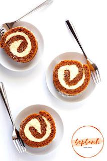 Bánh cuộn bí ngô - Pumpkin Roll Cake 4