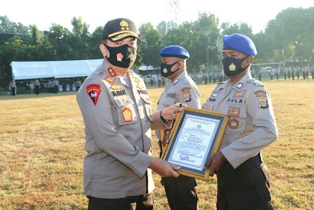 Dua 'Pahlawan' Pol Airud diganjar penghargaan Kapolda NTB