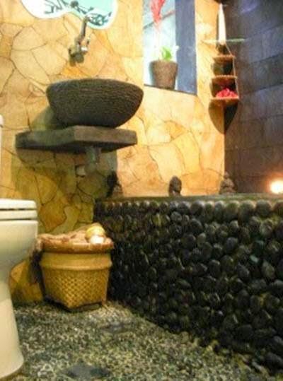 Contoh desain kamar mandi batu alam yang natural
