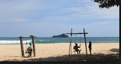 Pantai di Malang memang dagi terdapat beberapa pantai yang belum banyak orang memahami Wisata pantai sendiki - pantai pasir putih nan cantik sangat cocok untuk liburan keluarga
