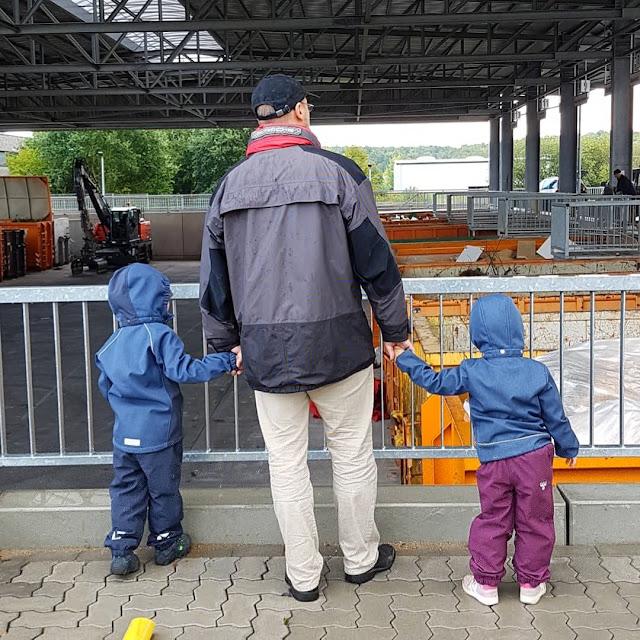 5 Ausflüge mit Kindern in Kiel bei Regenwetter. Ein ungewöhnliches Ausflugsziel: Der Abfallwirtschaftshof der ABKI in Kiel-Wellsee.
