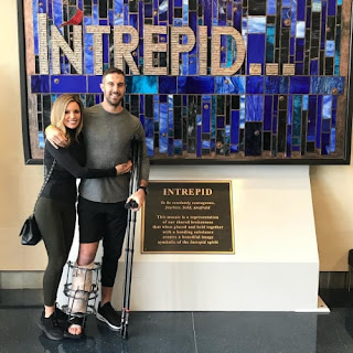 Alex Smith S Wife Elizabeth Barry Supporting Her Husband During His Recovery