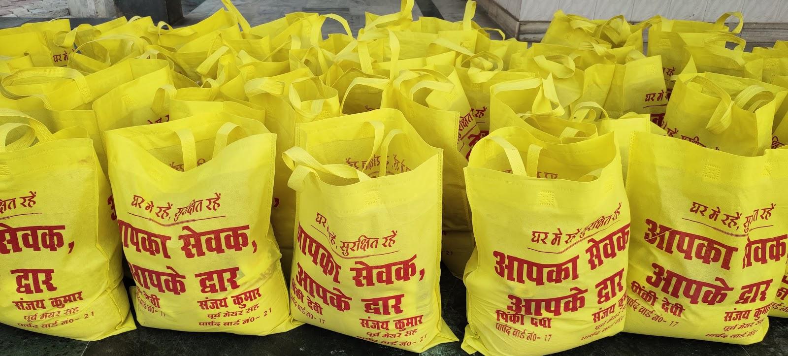 जन्म दिन पर सैकड़ों गरीब और दिव्यांगों व निस्सहाय लोग के बीच राहत सामग्री वितरण - सौरभ कुमार गौतम