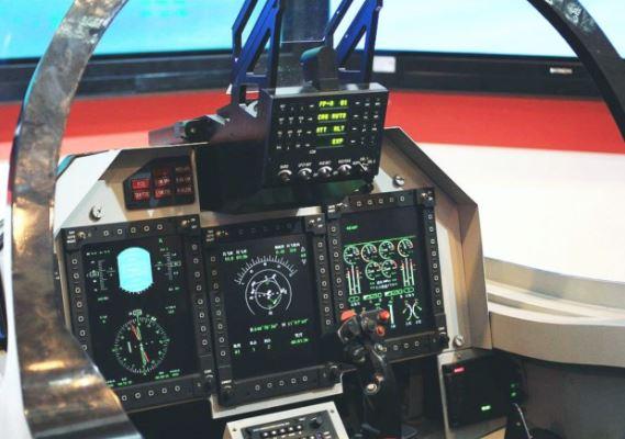 Hongdu L-15B cockpit