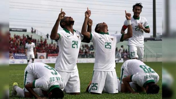 Pemain Timnas Indonesia U-22 Bersujud Usai Peluit 90