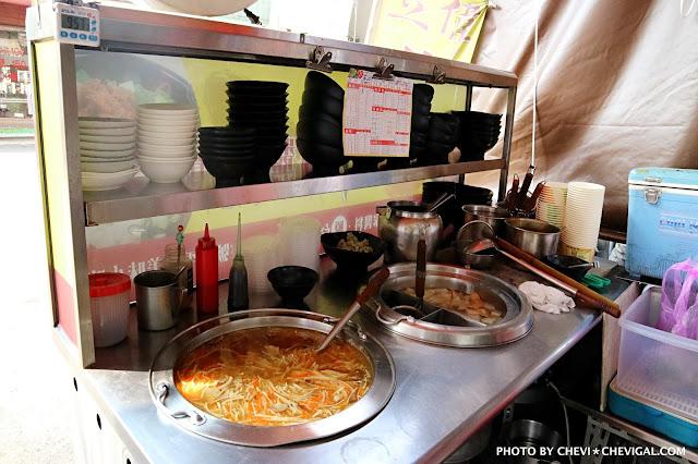 IMG 2705 - 熱血採訪│立偉麵食(太原店)。來自第二市場的一麵三吃超經典。綜合湯品用料澎派毫不手軟