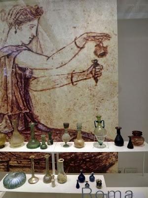 Imagem da Roma antiga e objetos farmacêuticos daquele período