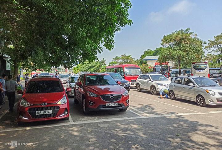 Lượng ôtô đi đăng kiểm tăng vọt sau lễ