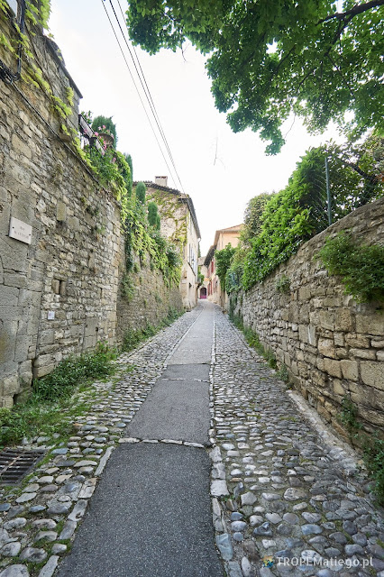 Street in the medieval city of the Vaison-la-Romaine