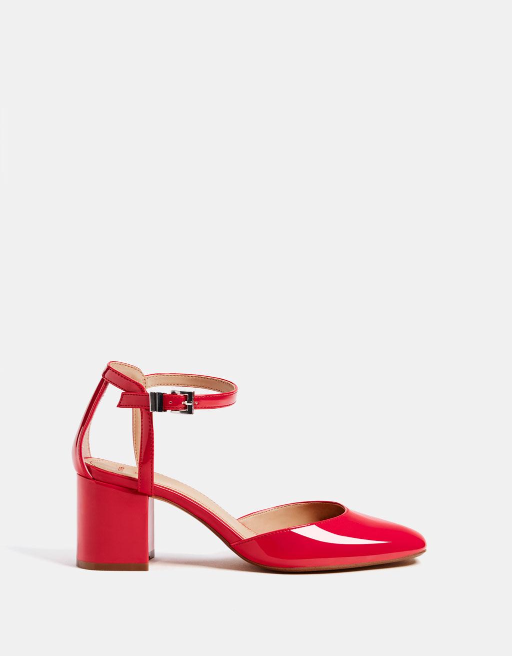 https://www.bershka.com/fr/femme/chaussures/nouveaut%C3%A9s/escarpins-%C3%A0-talon-vernis-rouges-c1010193191p101361007.html?colorId=055