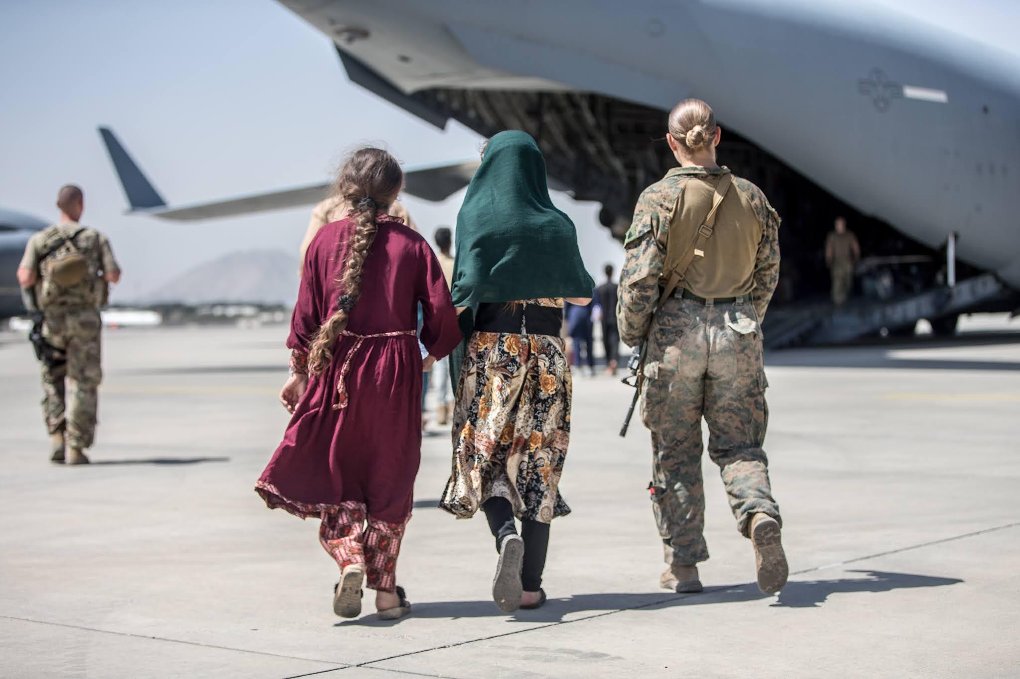 El Pentágono confirmó que el último vuelo de evacuación de EEUU ya dejó Afganistán