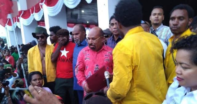 Ditelepon Khofifah, Gubernur Papua : Orang Papua Cinta Gus Dur