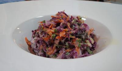 salada de repolho com creme de leite, salada de repolho com uva passa