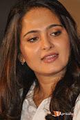 Anushka at Size Zero Pressmeet-thumbnail-10