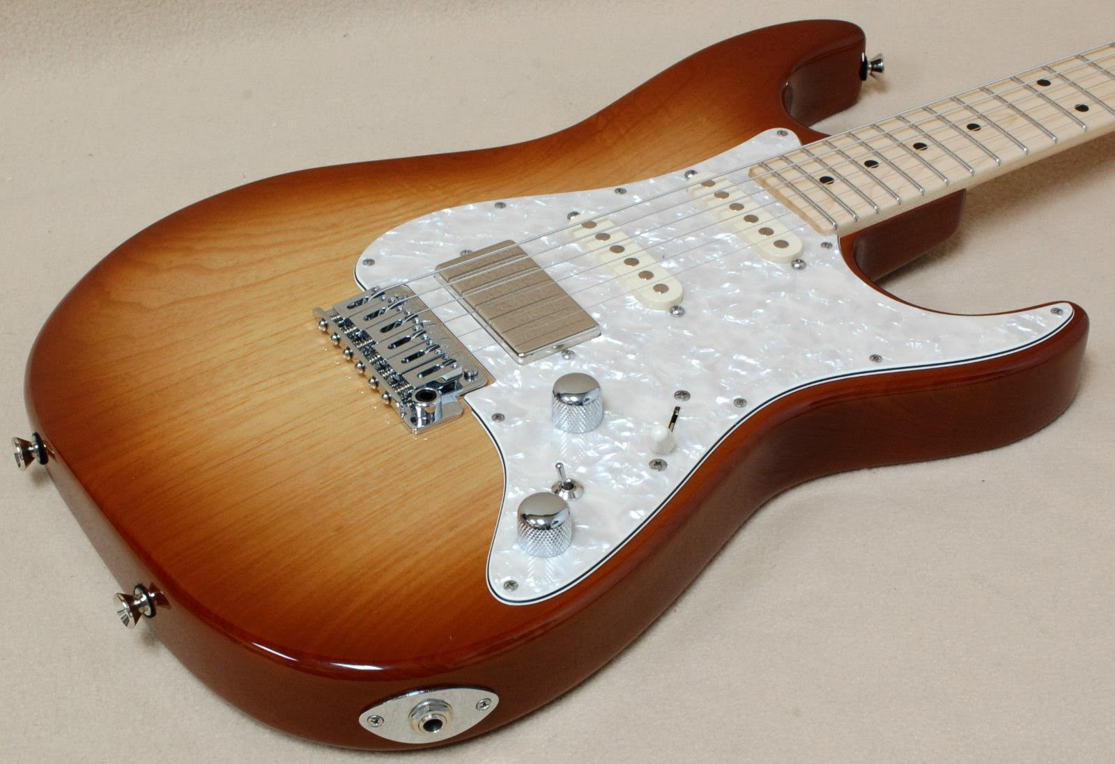 tom anderson classic autumn burst friday strat 326 [ 1600 x 1097 Pixel ]
