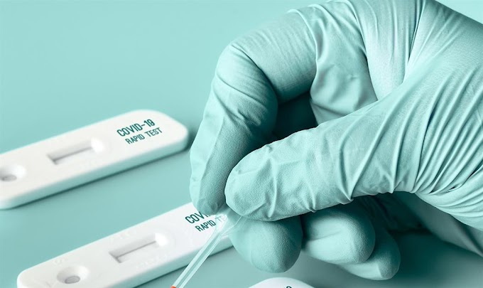 Υπάλληλος φαρμακείου πουλούσε πλαστά αρνητικά τεστ Covid-19