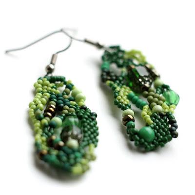 купить зеленые серьги ручной работы украшения фриформ из бисера