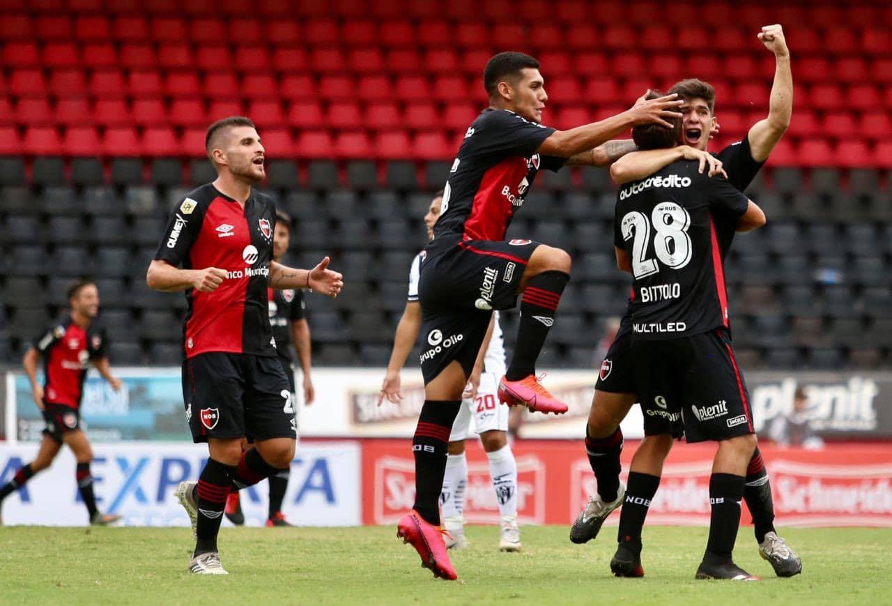 Newell's venció a Central Córdoba en un partido con varias polémicas