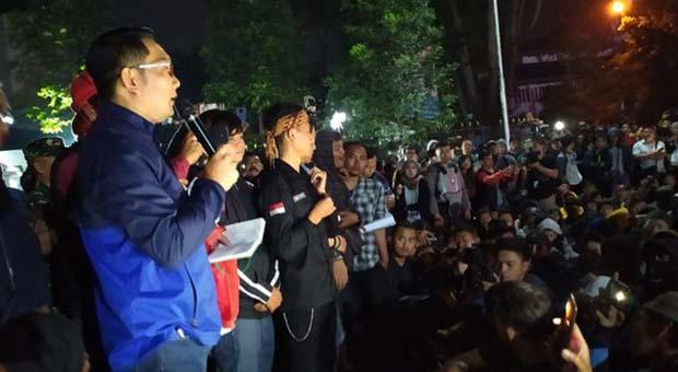 Ridwan Kamil Temui Pendemo di Gedung Sate