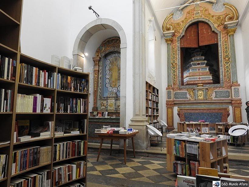Interior da Livraria de São Tiago em Óbidos, Portugal