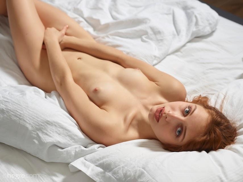 [Art] Clarice - Session In Bed 1489909520_clarice-session-in-bed-board