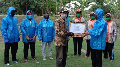 Kades Tadangpalie Bagikan Masker dan Hand Sanitizer Guna Tangkal Corona