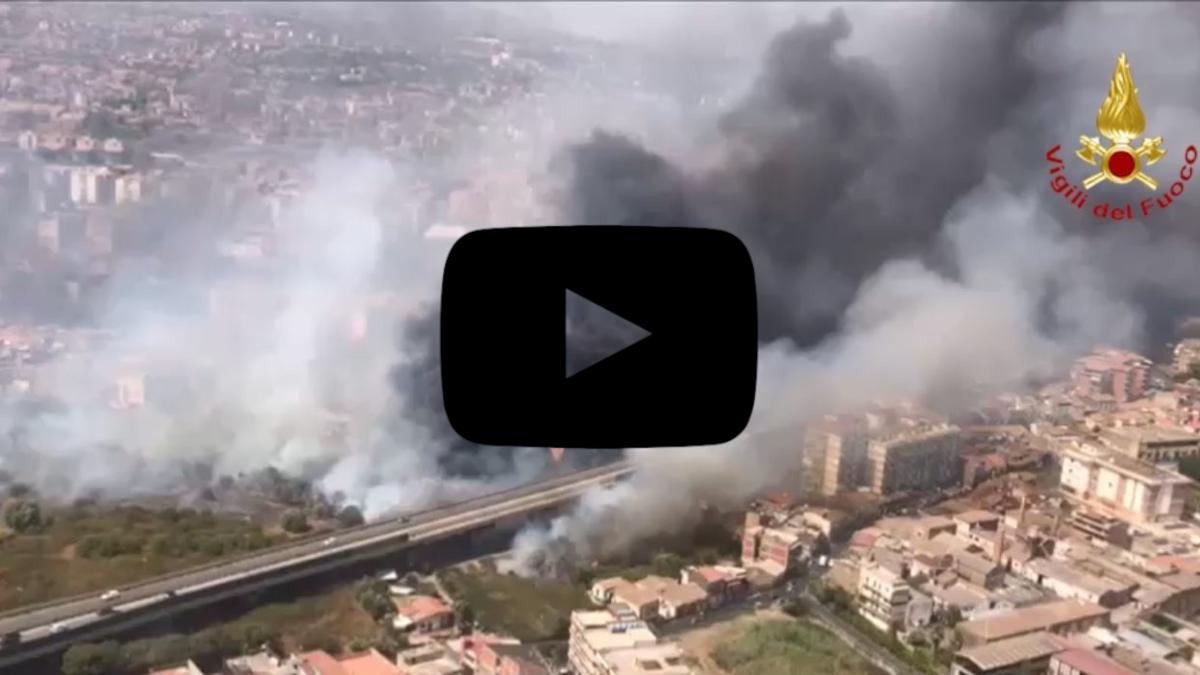 Emergenza incendi Catania video zona sud Vigli del Fuoco
